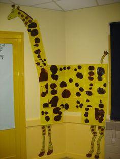 Vous avez été nombreux à vous inspirer de mes idées pour créer de belles choses . BRAVO ! Vous m'avez envoyé vos photos. Les voici en... Animal Art Projects, Animal Crafts For Kids, Halloween Crafts For Kids, Art For Kids, Autism Crafts, Jungle Decorations, Kids Workshop, Afrique Art, Kindergarten Art
