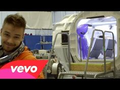 One Direction - Drag Me Down (Behind the Scenes Day 2) presented by Honda Civic Tour - YouTube the ending was so adorable