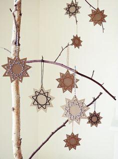DIY crafting poinsettia with yarn - DIY Ideen Weihnachten - noel Diy Home Crafts, Crafts To Make, Easy Crafts, Easy Diy, Crafts For Kids, Rock Crafts, Homemade Crafts, Garden Crafts, Summer Crafts