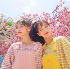 Ulzzang girl friends Pink and yellow