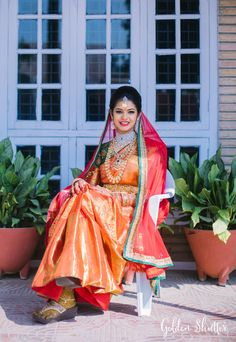 bridal sets & bridesmaid jewelry sets – a complete bridal look Indian Wedding Poses, Indian Bridal Wear, Indian Wedding Outfits, Indian Outfits, Indian Weddings, Bridal Silk Saree, Bridal Lehenga Choli, Saree Wedding, Wedding Shoot