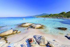 Το εξωτικό νησί στην Ελλάδα με τις παραλίες που έχουν ζεστά νερά όλο το χρόνο -Και ποτέ κύμα [εικόνες]