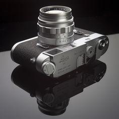Leica with a Summilux lens Camera Art, Camera Icon, Digital Camera, Leica Photography, Photography Gear, Leica M, Leica Camera, Minimal Photo, Classic Camera