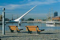 """Puente de la Mujer en el Barrio de """"Puerto Madero"""", en la Capital de la República Argentina"""
