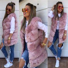 Dobre ranko dnes začnem touto kožušinou  je síce už vypredanáale ak máš o nu záujem- tak ma kontaktuj formou správy  doskladním  5490 #tvojstylfashion#newcollection#fur#dnesnosim#dnesobliekam#fashion#moda
