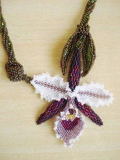 Colar Orquídea Roxa | Beautiful Beads | Elo7