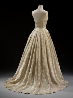 """Hubert de Givenchy - """"Les Muguets"""" (Lily of the Valley) Evening Dress - Paris) Silk organdie embroidered with sequins. Ellie Saab, Vintage Gowns, Vintage Outfits, Vintage Clothing, Beautiful Gowns, Beautiful Outfits, 1950s Fashion, Vintage Fashion, Retro Mode"""