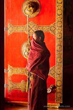In the doorway of the Maitreya temple of Tashilhunpo monastary in Tibet