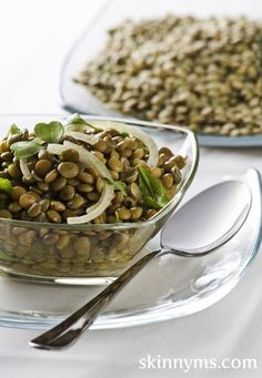 Herby Lemony French Lentil Salad has a whopping 10 grams of protein! This superfood salad is perfect for a warm summer day. Bean Salad Recipes, Lentil Recipes, Vegetarian Recipes, Cooking Recipes, Healthy Recipes, Healthy Meals, Superfood Salad, Lentil Salad, Clean Eating