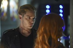 Jace looking at Clary is just so.....perfect. ♥