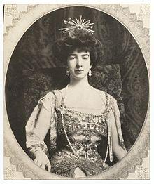 Gertrude Vanderbilt Whitney (c 1909).jpg