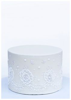 Lace piping by Tina's Cakes, via Flickr