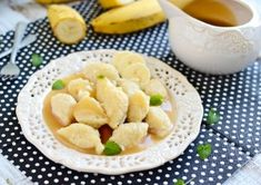 Bananowe kluski kładzione z sosem toffi Fruit Salad, Cantaloupe, Macaroni And Cheese, Cooking Recipes, Dinner, Breakfast, Ethnic Recipes, Food, Dining