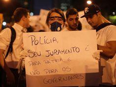Manifestante manda um recado para a polícia. Centro, Rio de Janeiro. 17/06/2013.