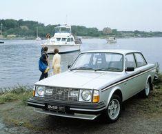 Ah, les Volvo des années 70. Ces breaks à la soute interminable préférés des familles nombreuses et des antiquaires et autres berlines aux intimidants pare-chocs sont indestructibles. Ou presque, a…