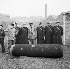 Police and Army bomb disposal officers with a defused German 1000kg 'Luftmine' (parachute mine) in Glasgow, 18 March 1941 (Imperial War Museum)