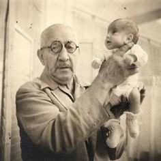 Babies On Display: When A Hospital Couldn't Save Them, A Sideshow Did Dr. Martin Couney holds Beth Allen, one of his incubator babies, at Luna Park in Coney Island. This photo was taken in Coney Island Baby, Kings & Queens, Vintage Medical, Premature Baby, Medical History, Interesting History, Back In The Day, Dieselpunk, Inventions