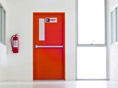 Brandschutztüren im Gesetz: Die in den Baugesetzen bzw. den OIB-Richtlinien geforderten Feuer- oder Brandschutztüren… #News #Zivilschutz