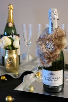 No champagne would be complete without its own personal faux fur stole? #partyplanning #homedecor #events #newyearseve