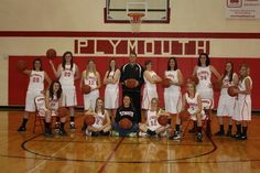 Basketball team picture sports photography poses and inspira Team Pictures, Team Photos, Sports Pictures, Basketball Senior Pictures, Sports Basketball, Basketball Court, Basketball Drills, Basketball Photography, Sport Photography