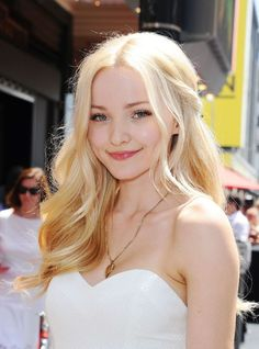 Dove Cameron - Kristin Chenoweth Star on the Hollywood Walk : Global Celebrtities (F) FunFunky.com