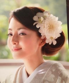 Japanese Bride in Shiromuku Kimono with Floral Hairstyle Wedding Hair And Makeup, Bridal Makeup, Bridal Hair, Asian Wedding Dress, Wedding Kimono, Wedding Dresses, Dress Hairstyles, Bride Hairstyles, Moroccan Bride
