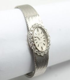 This is a glamorous vintage Omega ladies wristwatch with a classic Mid Century Modern design. The watch is superbly crafted with a sleek 18k white gold case and bracelet.