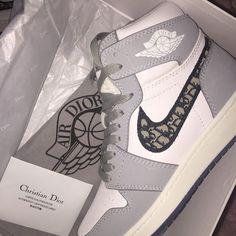 New Sneakers, High Heel Sneakers, Sneakers Fashion, Fashion Shoes, Shoes Heels, Fashion Outfits, Jordan Shoes Girls, Girls Shoes, Nike Air Shoes