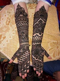 Book These Top Indian Mehendi Artists For Stunning Mehendi Designs Khafif Mehndi Design, Full Hand Mehndi Designs, Indian Mehndi Designs, Wedding Mehndi Designs, Mehndi Design Pictures, Simple Mehndi Designs, Mehndi Designs For Hands, Mehandi Designs, Indian Mehendi
