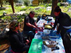 Kochen-in-den-Bergen-auf-Kreta-griechenland Workshop, Crete Greece, Greek Dishes, New Recipes, Cooking, Atelier, Work Shop Garage