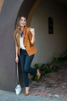 How to rock the casual chic look Casual Work Outfits, Business Casual Outfits, Professional Outfits, Office Outfits, Work Casual, Office Wear, Casual Chic, Casual Office, Business Attire