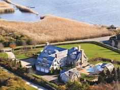 Jennifer Lopez home in the Hamptons