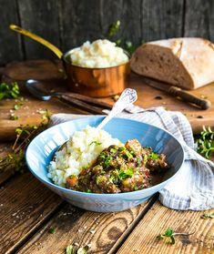 Mustig köttgryta med potatismos Stew, Smoothies, Food Porn, Baking, Dinner, Healthy, Ethnic Recipes, November, Foods