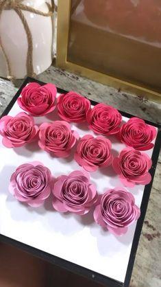 Flower Shadow Box, Diy Shadow Box, Flower Box Gift, Paper Flowers Diy, Handmade Flowers, Flower Crafts, Diy Paper, Diy Crafts For Home Decor, Diy Crafts For Gifts