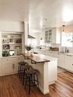 Kristin Johns Kitchen ✨ - Küche - Home Accessories Home Decor Kitchen, Kitchen Interior, Home Interior Design, Home Kitchens, Room Interior, Farmhouse Kitchens, Kitchen Ideas, Rustic Kitchen, Küchen Design