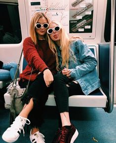 kurt cobain sunglasses Archives - Dizaster In A Halo Bff Pictures, Best Friend Pictures, Friend Photos, Bff Goals, Best Friend Goals, Gal Pal, How To Pose, Best Friends Forever, Girl Gang