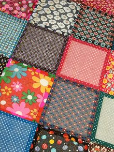 MES patchwork blankets and the TUTO that goes with . - In the land of bubbles- Source by - Coin Couture, Patchwork Blanket, Quilt Patterns Free, Block Patterns, Patch Quilt, Textiles, Machine Quilting, Baby Quilts, Bubbles