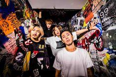 "ONE OK ROCKが、2016年9月10日と11日に静岡県にある渚園にて開催し、2日間で約11万人を動員した野外単独ライヴ""ONE OK ROCK 2016 SPECIAL LIVE IN NAGISAEN""の模様を映像化したDVD/Blu-rayを来年1月17日にリリースすることを発表した!"