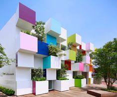 Basée à Tokyo, l'architecte française Emmanuelle Moureaux a fait de la couleur sa marque de fabrique, ce qui la distingue de ses homologues japonais.