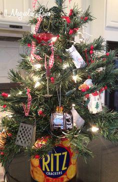 Kitchen Christmas tree at 11 Magnolia Lane
