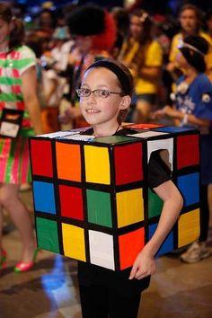 Fantasia de papelão: cubo