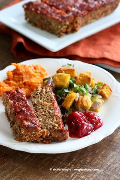 Vegan Lentil Quinoa Loaf (also Cornbread Stuffing, Spicy Cranberry Sauce and Pumpkin Pie) Lentil Recipes, Vegetarian Recipes, Vegan Meals, Lentil Meals, Spicy Cranberry Sauce, Vegan Cornbread, Cornbread Stuffing, Vegetarian Thanksgiving, Thanksgiving Menu