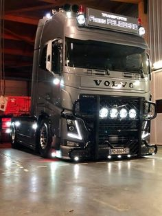 Old Lorries, 1970 Ford Mustang, Show Trucks, Corner Wall, Volvo Trucks, Wall Shelves, Cars, Dreams, Tattoo Drawings