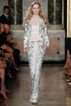 The relaxed silhouette of this astonishing beaded pantsuit. Emilio Pucci Spring 2015 Ready-to-Wear. #EmilioPucci #spring2015 #mfw