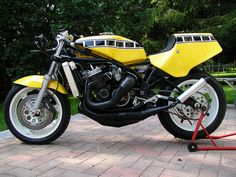 The Infamous Yamaha TZ750 two-stroke -- You better have Popeye arms to keep this monstrosity on the track