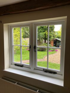 Beautiful new timber flush casement windows installed in Romsey. The new windows are finished in white internally, the external cill and frame has been finished in black. The external window sash is finished in white.