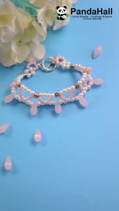 PandaHall Video: Armband mit rosa Perlen - Diy Jewelry To Sell Diy Bracelets To Sell, Diy Jewelry To Sell, Diy Jewelry Tutorials, Handmade Wire Jewelry, Handmade Bracelets, Beaded Bracelets, Pearl Bracelet, Beaded Jewelry Patterns, Beading Patterns