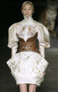 Paris Fashion Week - Alexander McQueen Spring/Summer 2009 Fashion Show