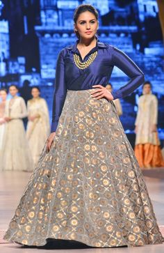 Huma Qureshi on the ramp at the 'Caring With Style Indian Designer Outfits, Indian Outfits, Designer Dresses, Designer Clothing, Long Gown Dress, Lehnga Dress, Lehenga Skirt, Anarkali, Mehendi Outfits