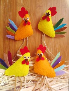 New 2017 handmade. The symbol of the year . Crafts To Do, Hobbies And Crafts, Felt Crafts, Easter Crafts, Crafts For Kids, Chicken Crafts, Chicken Art, Felt Christmas, Christmas Crafts